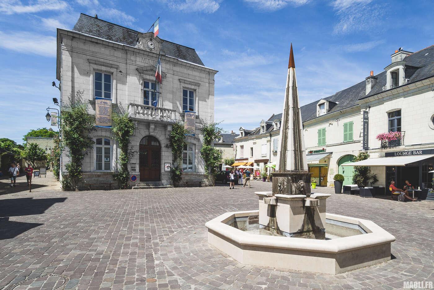 Place de la mairie de Fontevraud