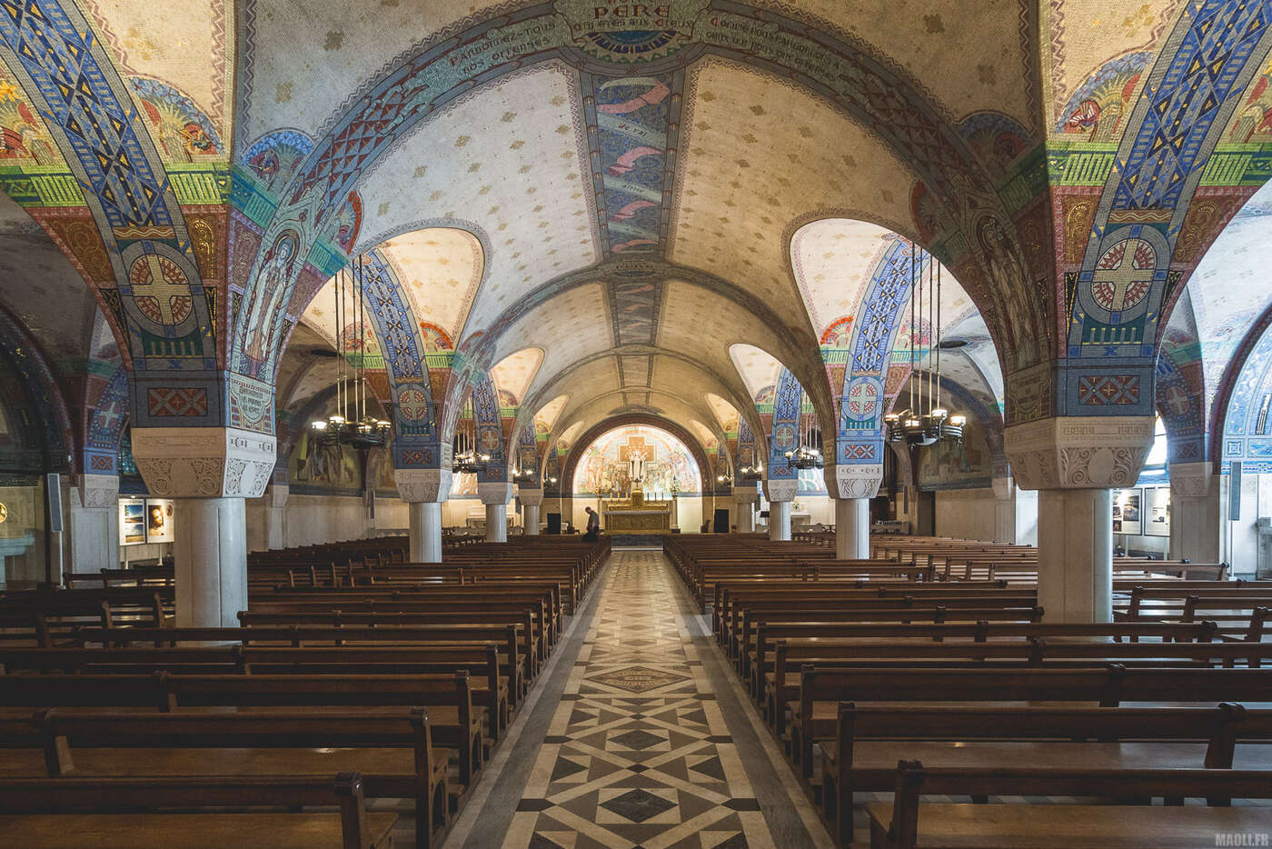 Crypte de la basilique sainte-Thérèse de Lisieux
