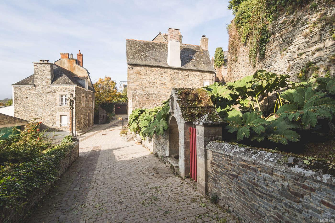 Entre le château et le village de Josselin