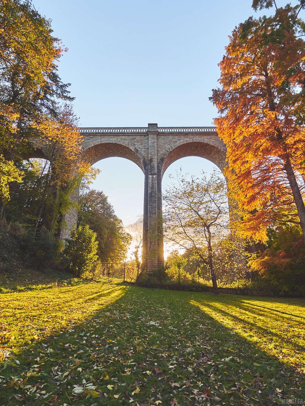 Pont ferroviaire au Parc Oriental de Maulévrier