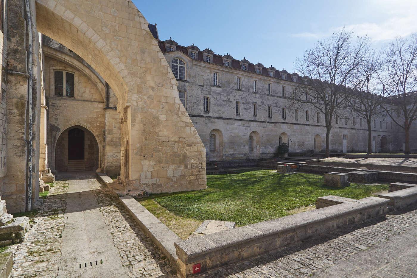 Cloître de l'abbaye aux Dames