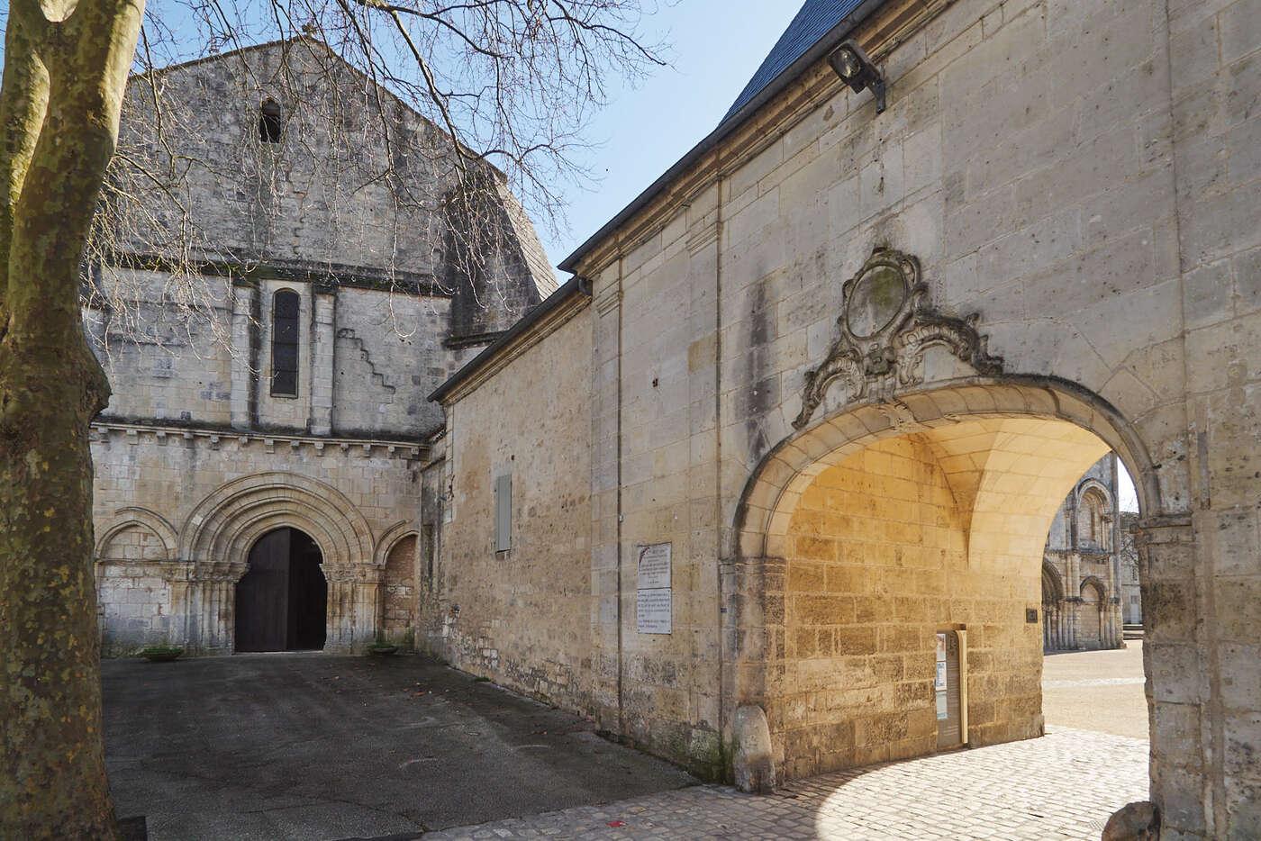 Entrée du site de l'abbaye aux Dames