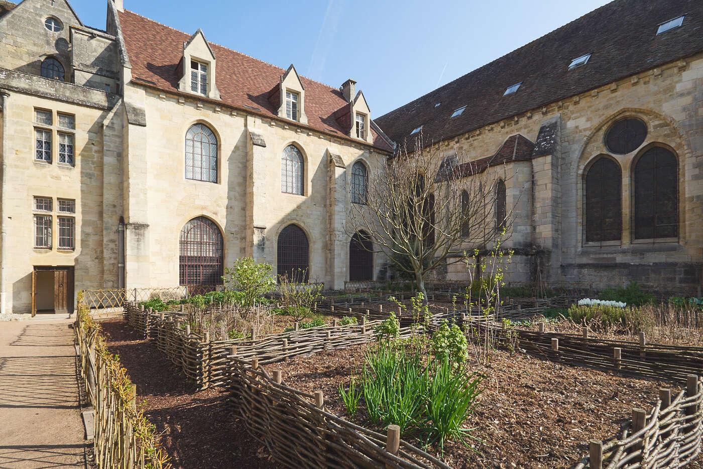 Jardin des 9 carrés, abbaye de Royaumont