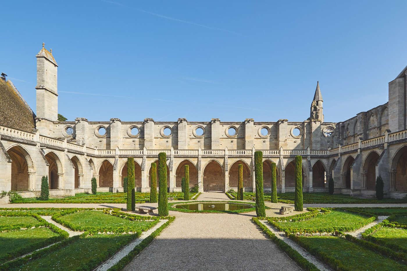 Cloître de l'abbaye de Royaumont