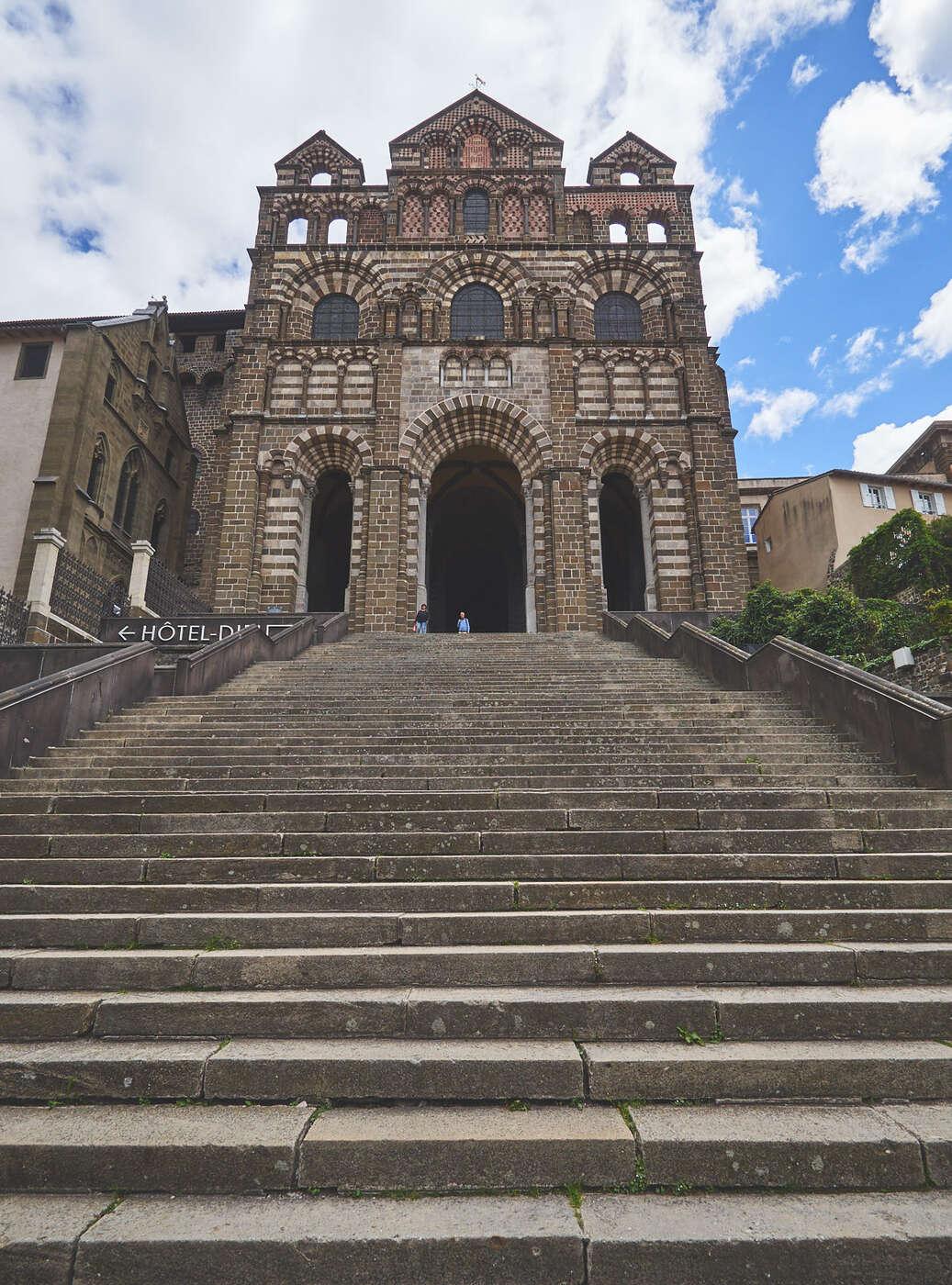 Façade de la cathédrale de Puy-en-Velay