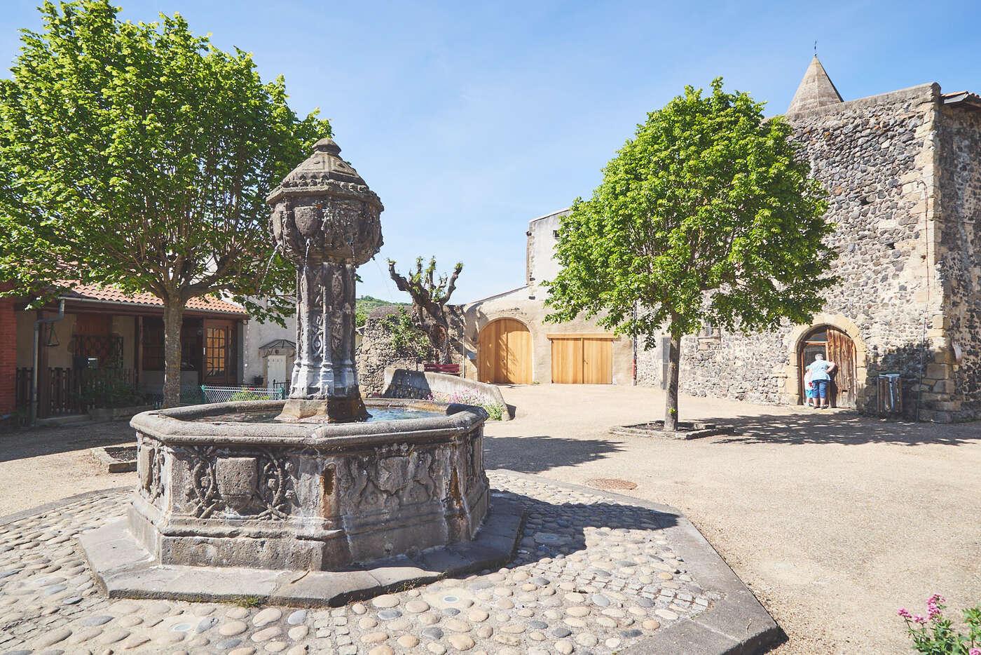 Place de l'Ormeau, Saint-Saturnin