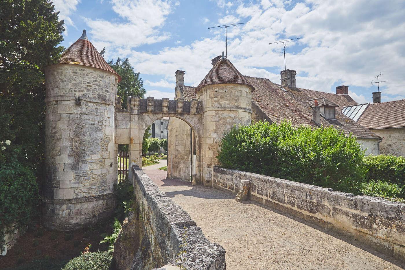 Entrée de l'abbaye de Saint-Jean-aux-Bois