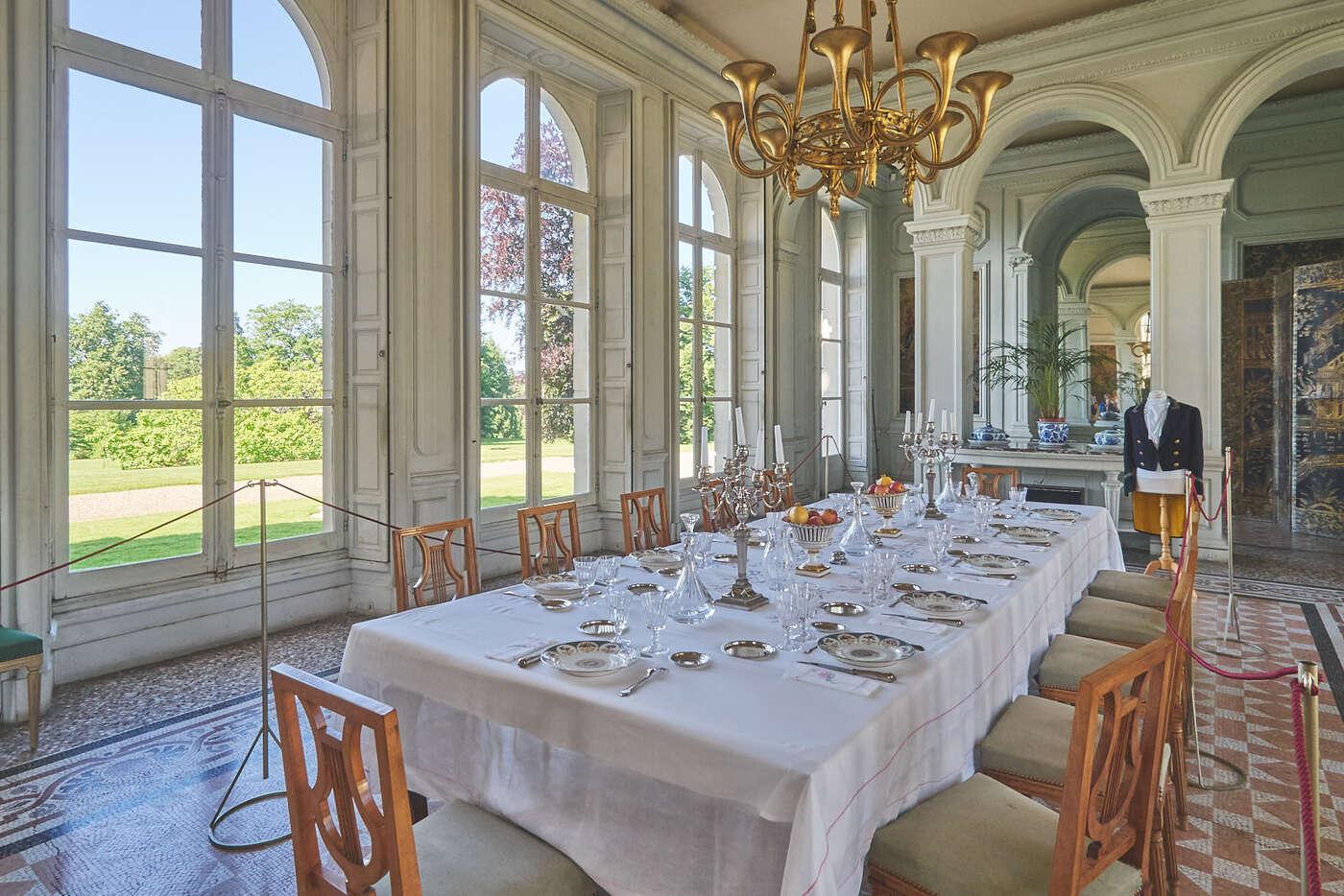 Salle du repas du château de Bizy