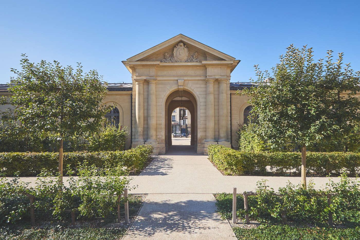 Porte des Chirurgiens de l'Hôpital Richaud, Versailles