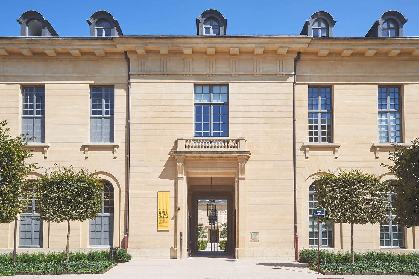 Porte des Femmes de l'Hôpital Richaud, Versailles
