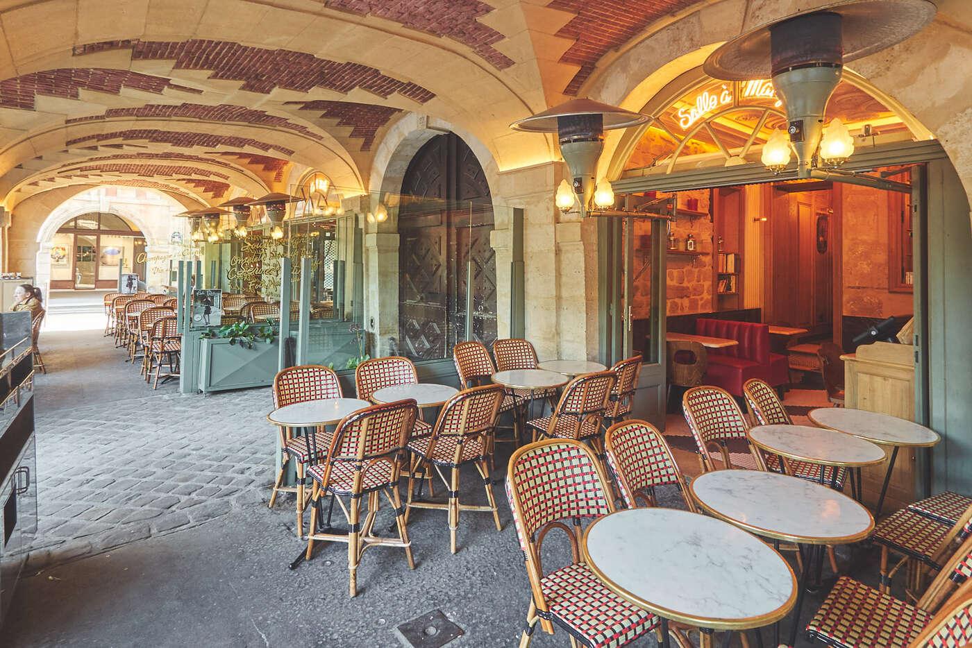 Café sur la Place des Vosges