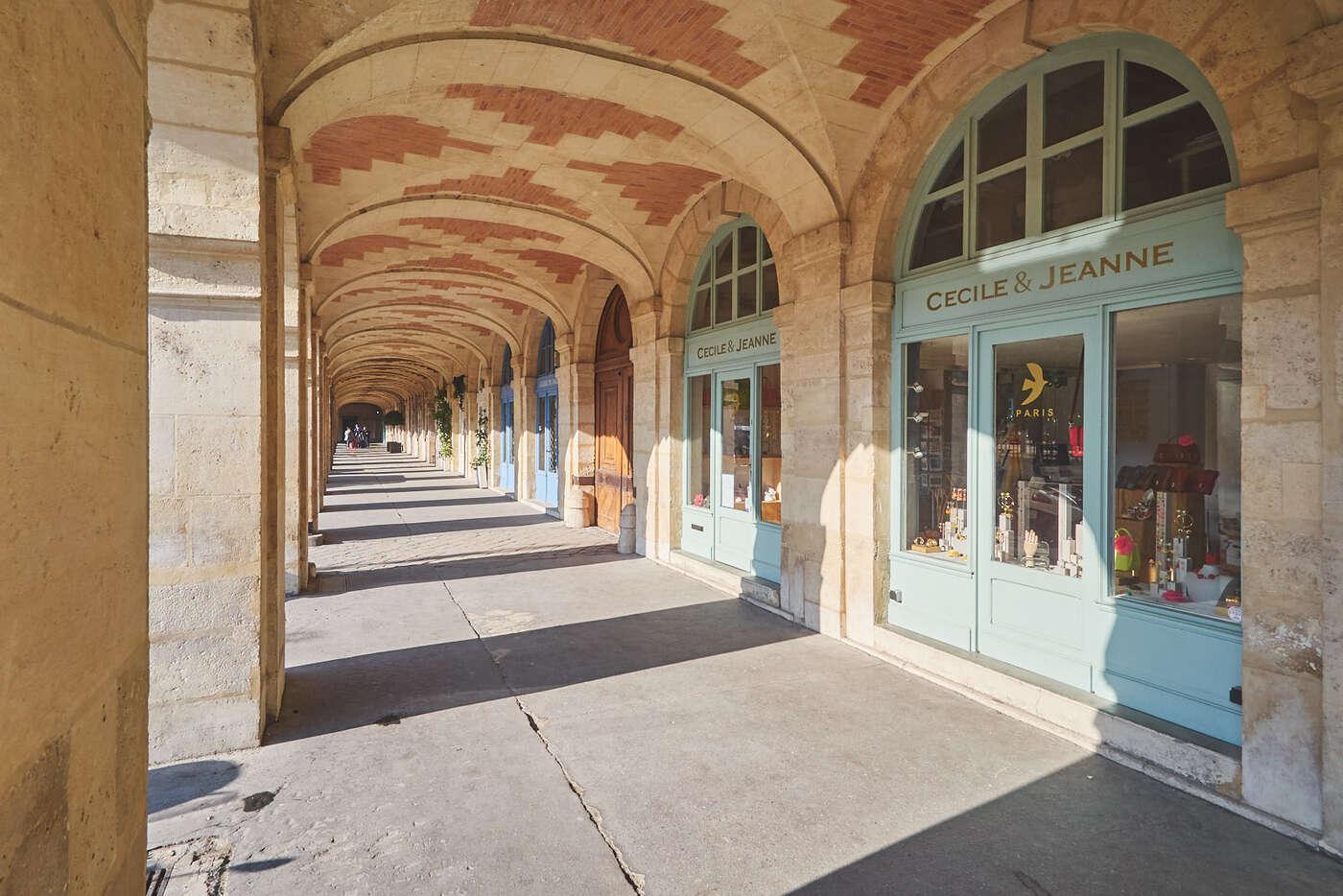Passage couvert de la Place des Vosges