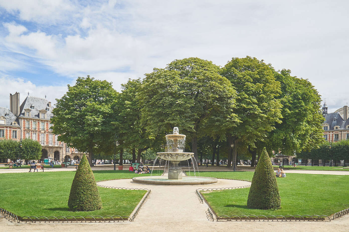 Square Louis XIII dans la Place des vosges
