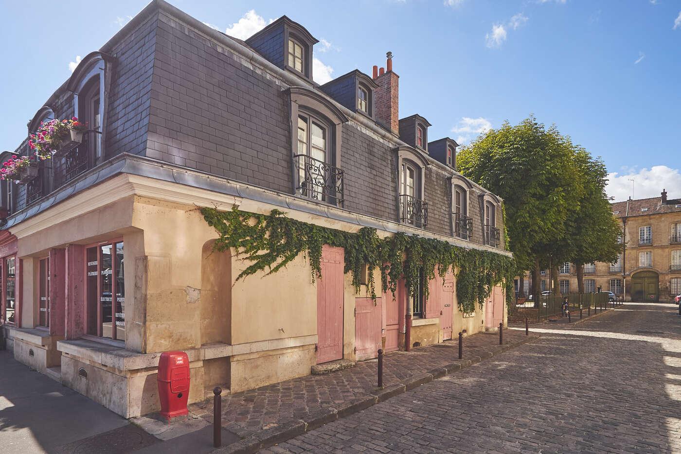 Carré Saint-Louis, Versailles
