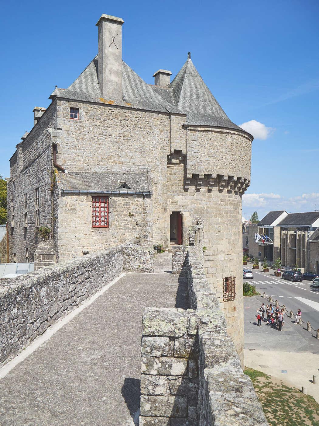Porte Saint-Mchel par la muraille à Guérande