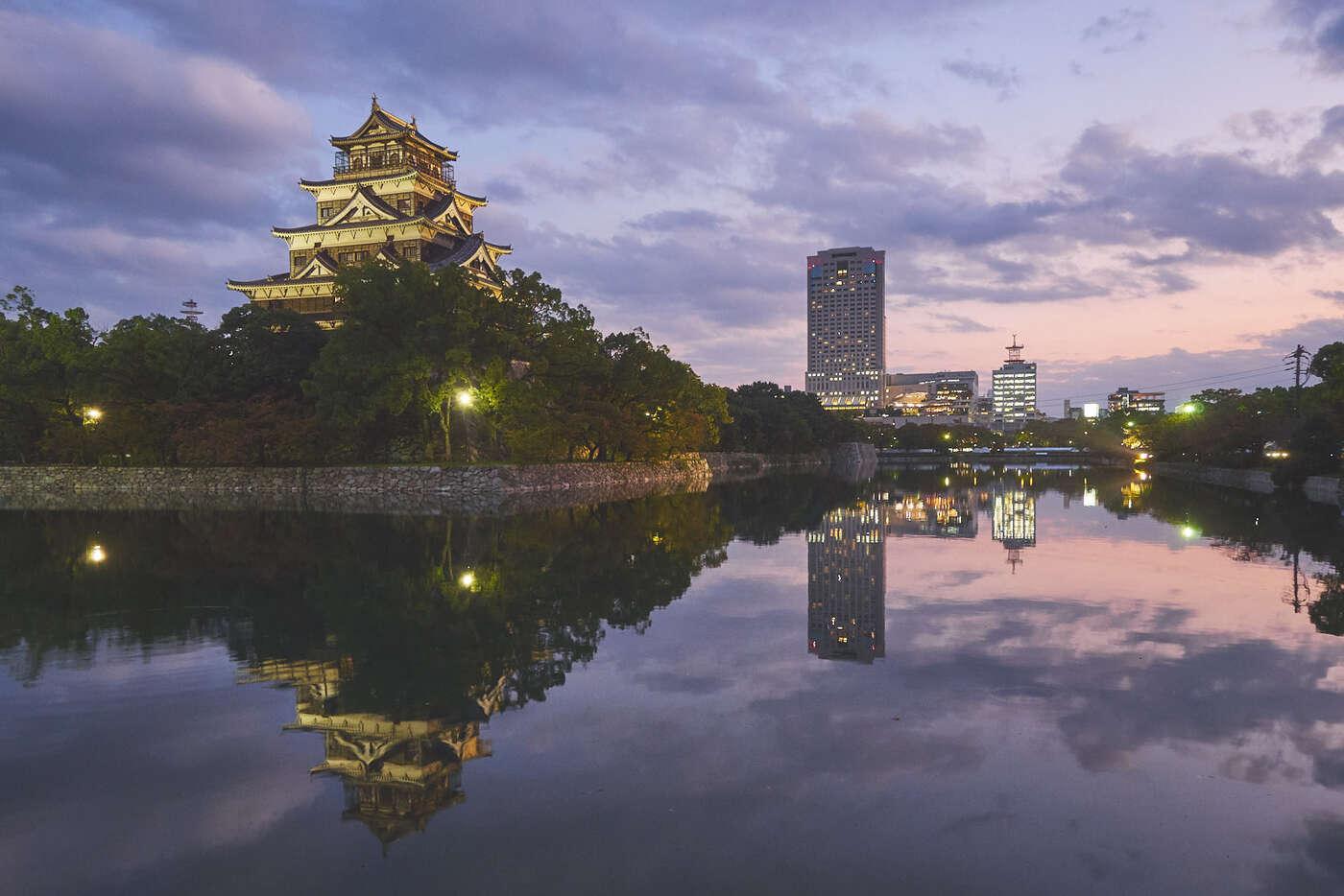 Crépuscupe sur le château d'Hiroshima
