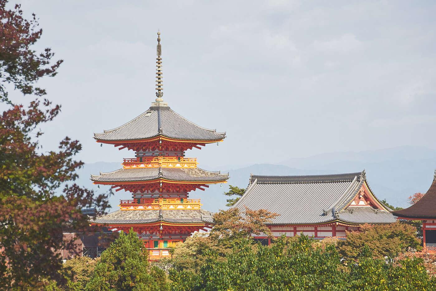 Vue distante de Kiyomisudera