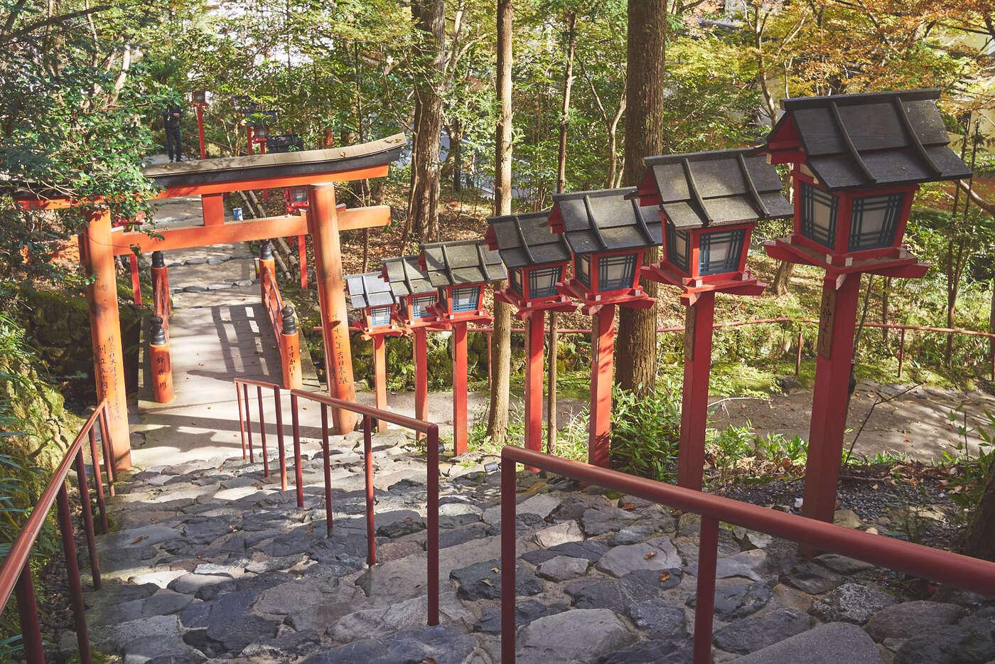 Sortie du sanctuaire Kifune, à Kibune