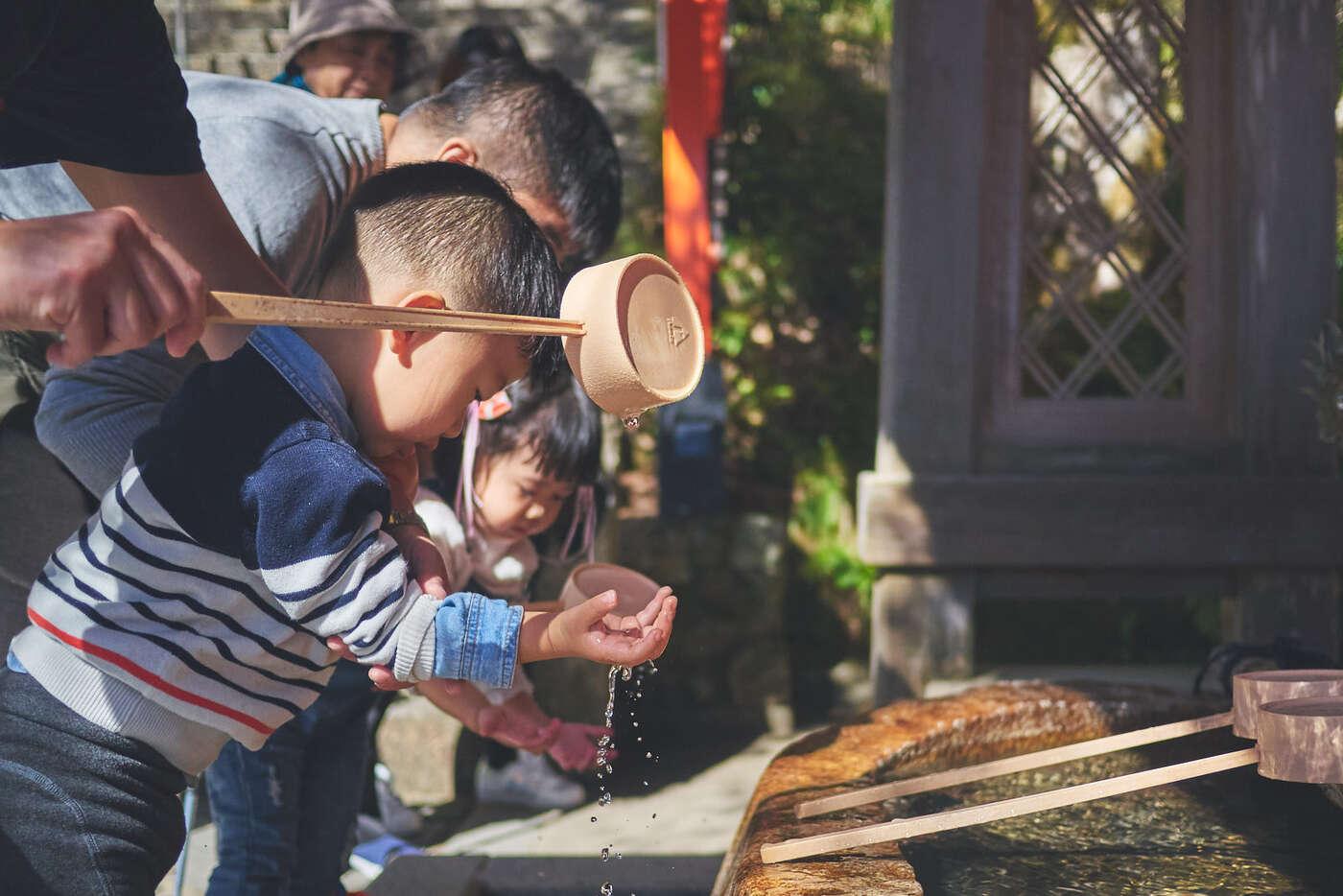 Ablution des mains, à Kurama-dera