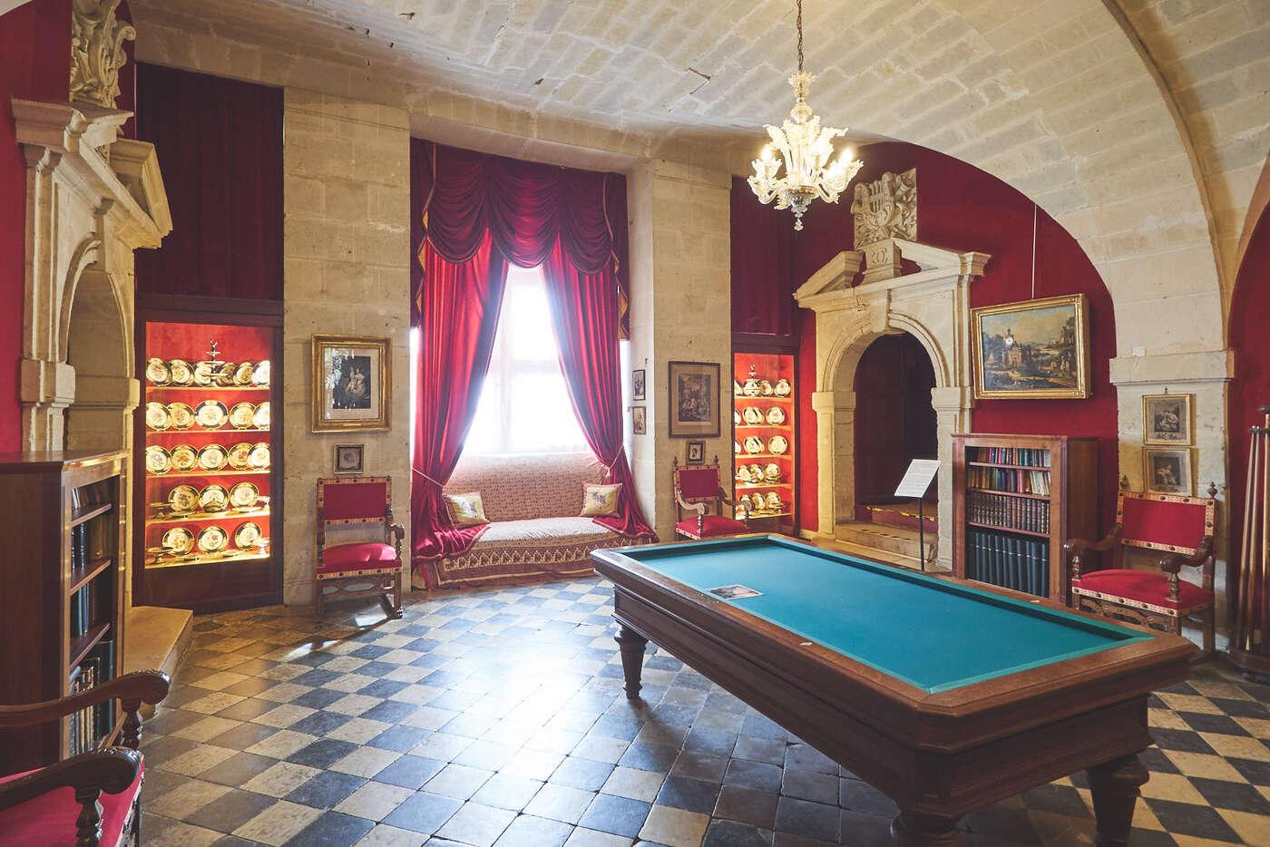 Salle des divertissements du château de Brissac