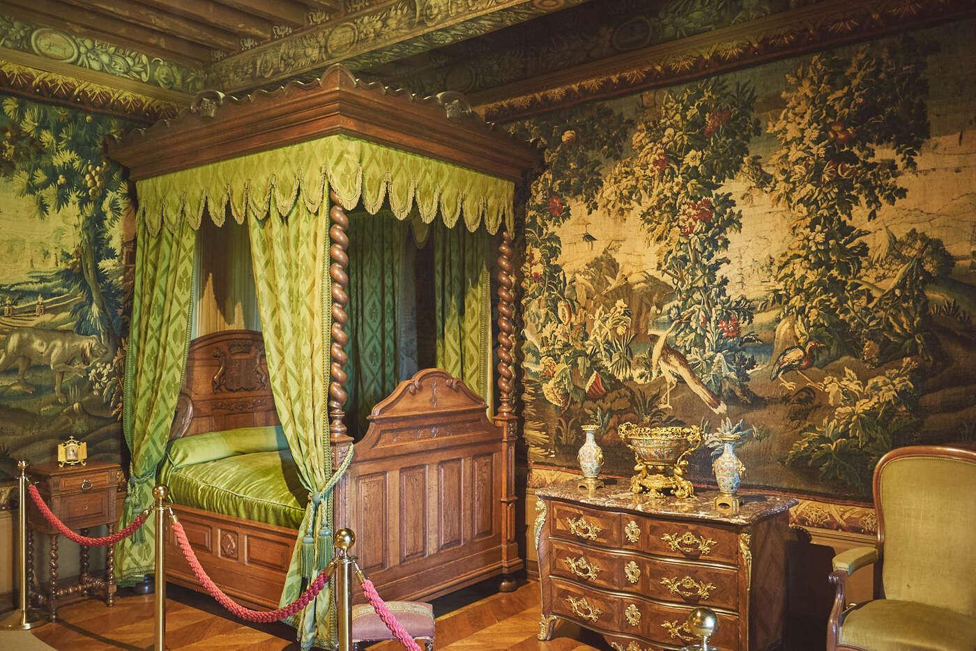chambre d'honneur du Château de Puymartin