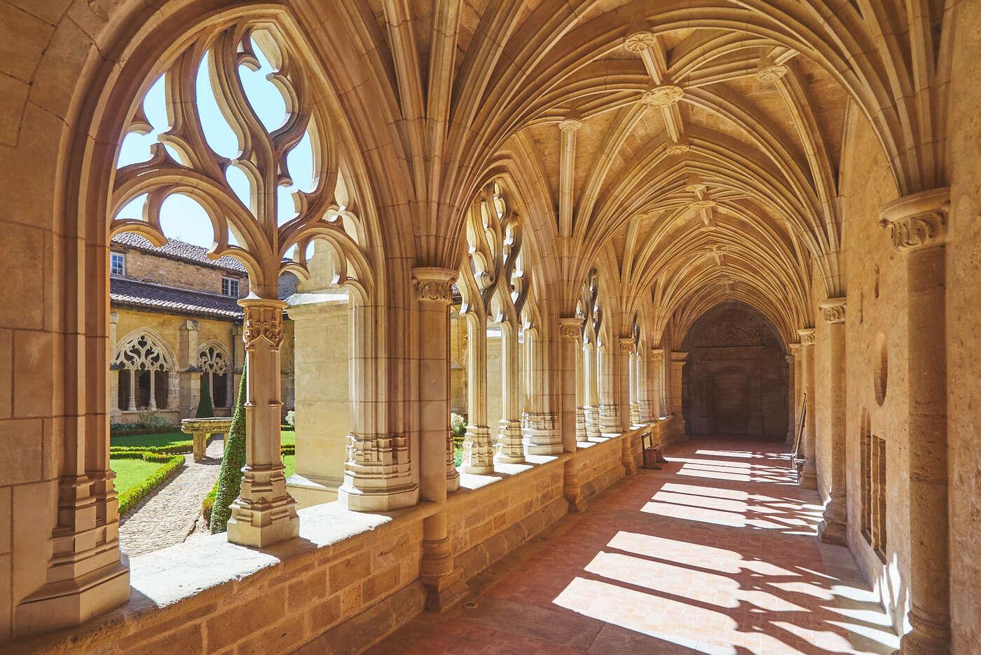 Galeries du cloitre de l'abbaye de Cadouin