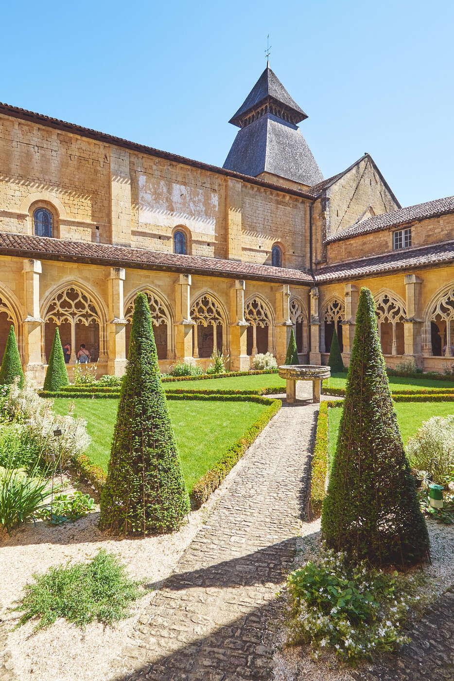 Jardin du cloitre de l'abbaye de Cadouin