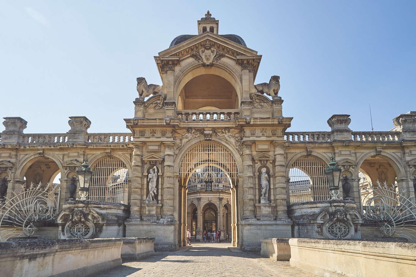 Portes du château de Chantilly
