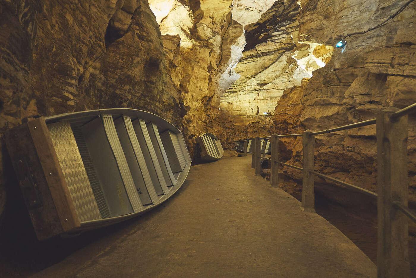 Galerie de la source, au gouffre de Pardirac