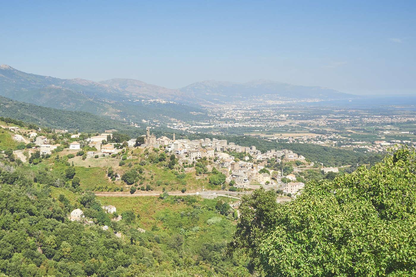 Vue de la vallée depuis Penta-di-Casinca, en Corse
