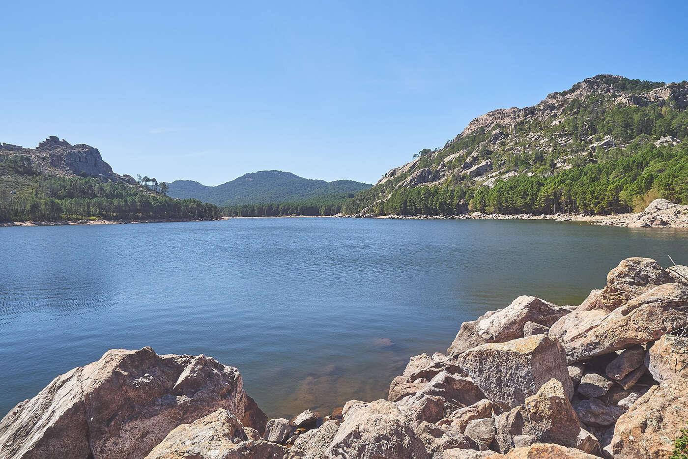 Lac dans l'Alta-Rocca, en Corse