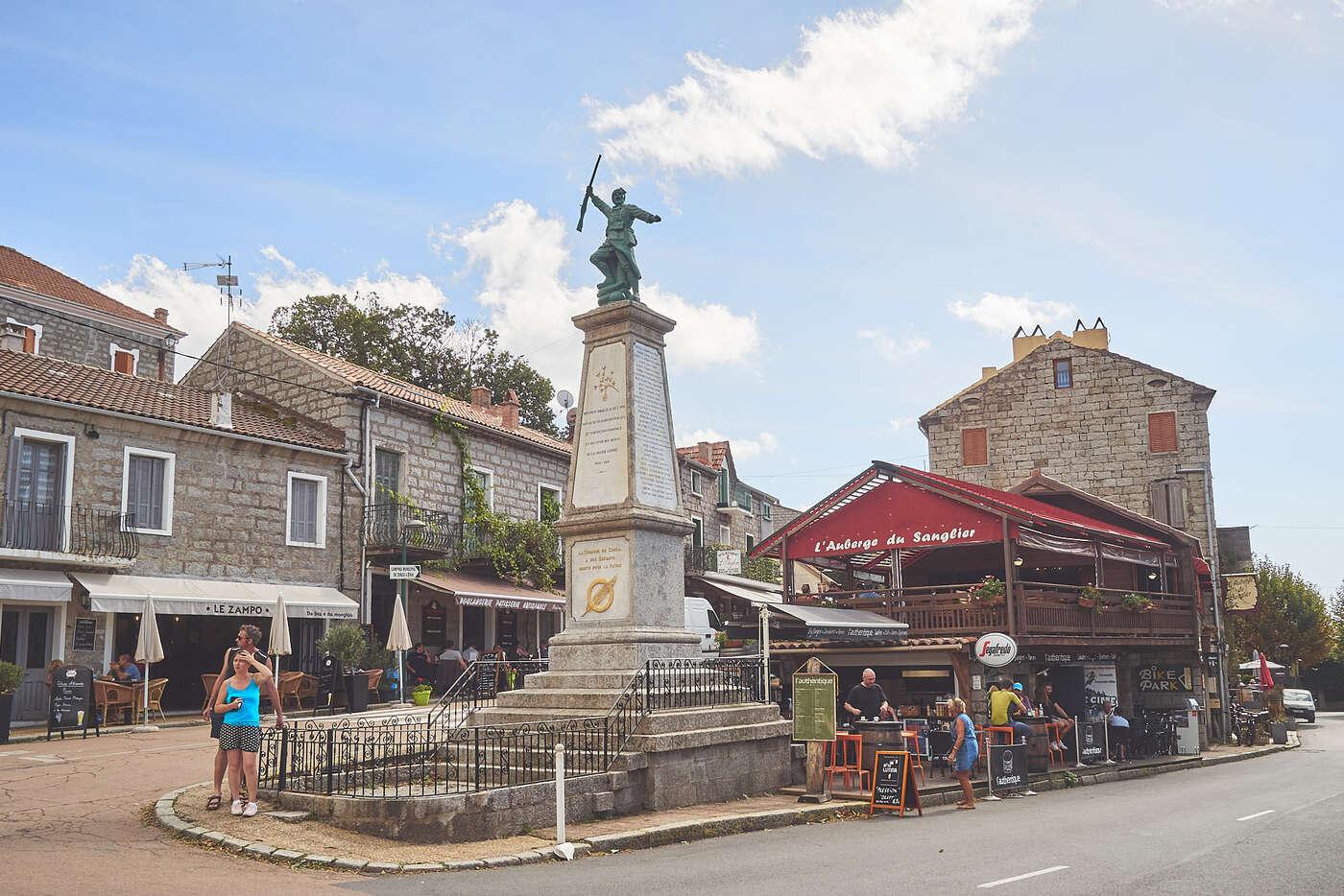 Place de Zonza, en Corse