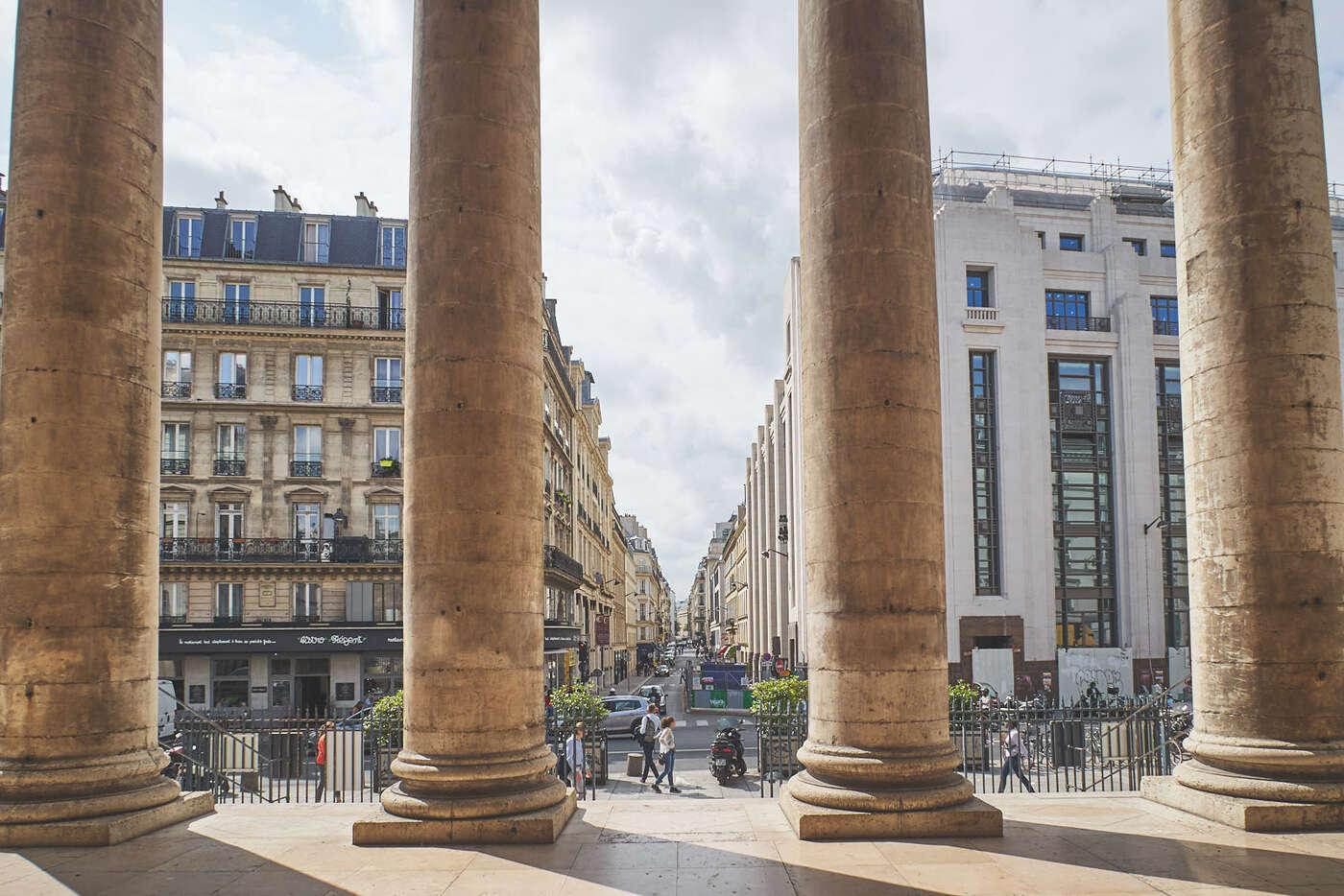 Parvis de Notre-Dame-de-Lorette